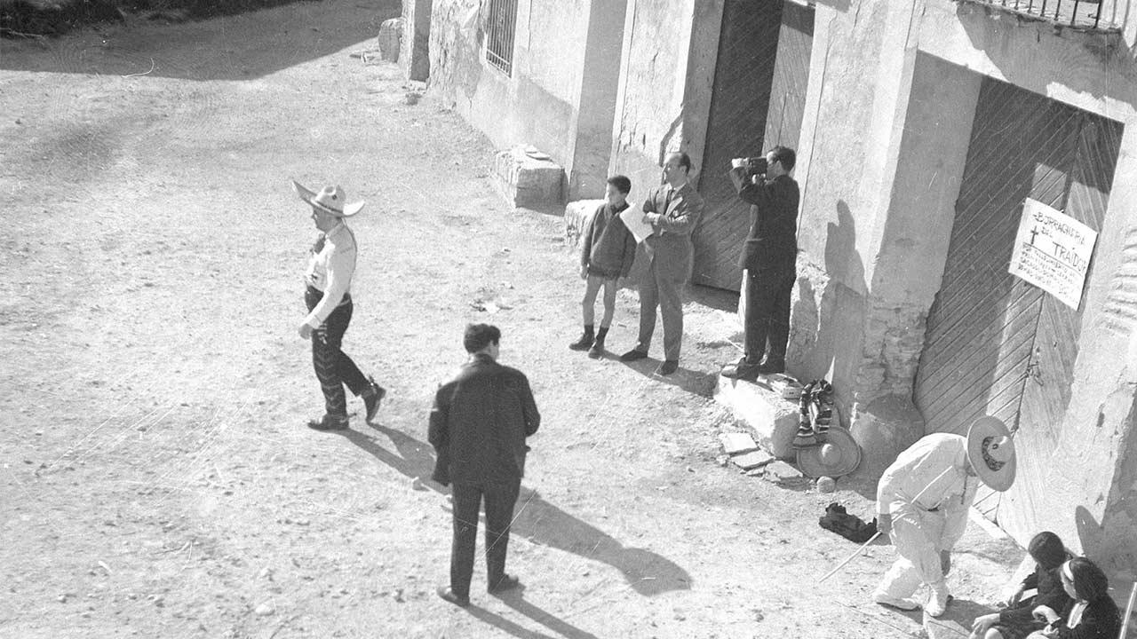 """Luis Pellegero rodando """"El Desafío"""" escena con Manuel Labordeta y José Luis Duce."""